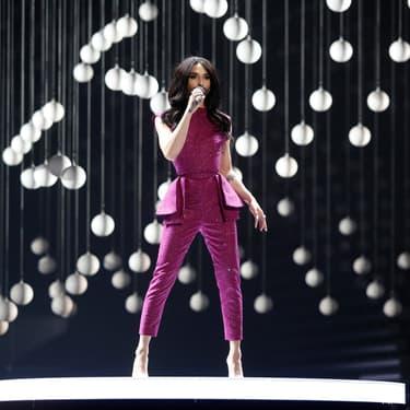 Conchita Wurst, vainqueure de l'Eurovision 2014, sur la scène de la 60e édition du concours européen de la chanson à Vienne en Autriche, en 2015.