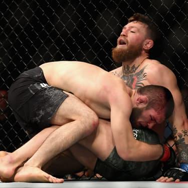 Khabib Nurmagomedov VS Conor McGregor dans l'Octogone de l'UFC 229 à Las Vegas, le 6 octobre 2018.