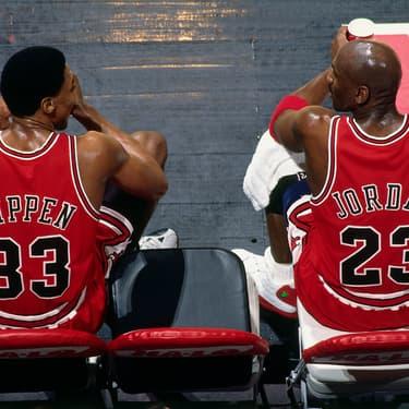 Scottie pippen et Michael Jordan, deux légendes de la NBA et des Chicago Bulls à retouver dans The Last Dance sur Netflix