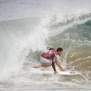 Un champion de surf brésilien meurt en pleine compétition