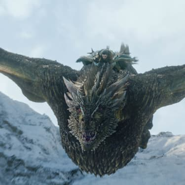 "Jon Snow sur le dos de Rhaegal, dans la saison 8 de ""Game of Thrones""."