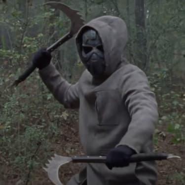Le masque de fer apparaît dans la bande-annonce de l'épisode 16 de la saison 10 de The Walking Dead