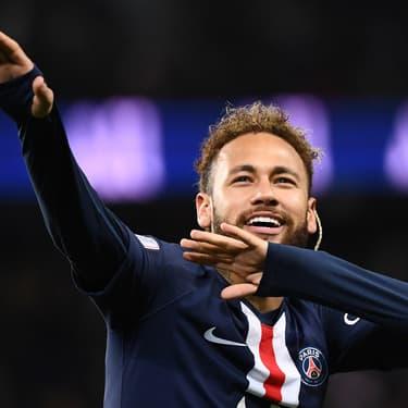 Neymar célèbre un but lors d'un match de Ligue 1 du PSG face à Amiens, au Parc des Princes à Paris, le 21 décembre 2019.