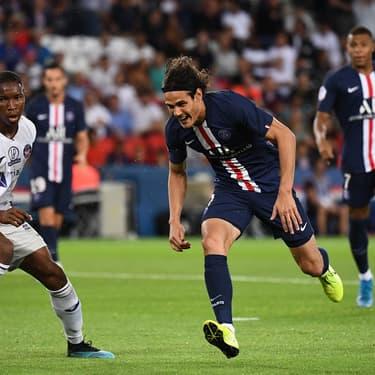 Cavani et Mbappé face à Diakité durant PSG-Toulouse, au Parc des Princes, le 25 août 2019.