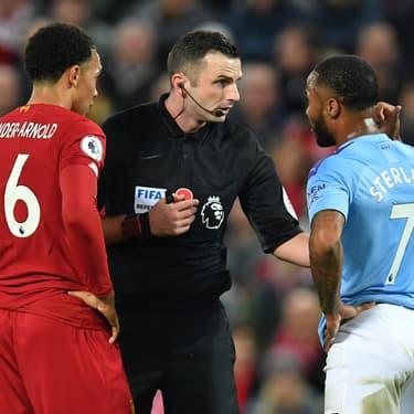 Alexander-Arnold et Sterling en discussion avec l'arbitre de Liverpool - Manchester City, le 10 novembre 2019