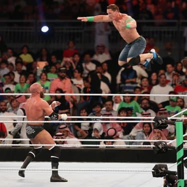John Cena et Triple H s'affrontent durant le Greatest Royal Rumble de la WWE