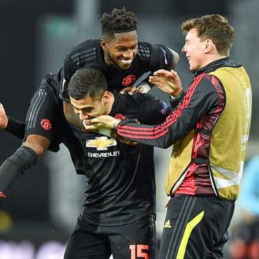 Les joueurs de Manchester United à la fête lors de leur victoire 5-0 sur la pelouse de LASK, en Autriche, le 12 mars 2020 à Linz