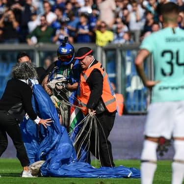 Un match de Serie A en Italie interrompu par... un parachutiste