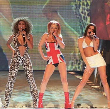 Les Spice Girls aux Brit Awards, le 24 février... 1997. Ça ne nous rajeunit pas tout ça.
