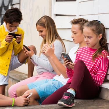 Réseaux sociaux : 50% des enfants de 11 ans sont déjà dessus