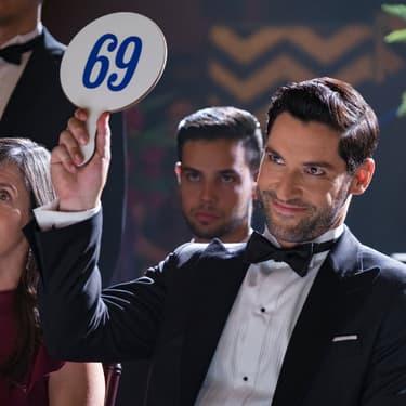Sur cette pancarte, peut-être le nombre de jours à attendre avant la saison 5 de Lucifer sur Netflix