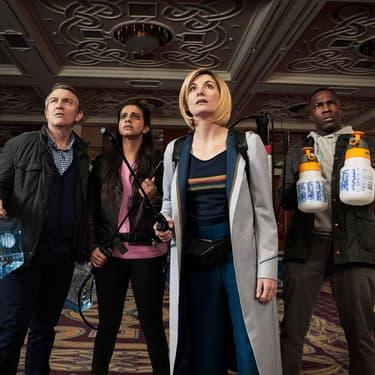 Le Docteur (Jodie Whittaker) et ses compagnons dans la saison 11 de Doctor Who.