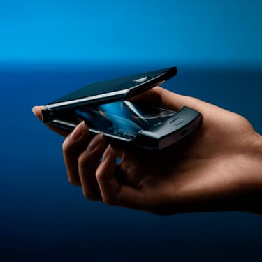 Le RAZR est dépoussiéré par Motorola et devient un smartphone pliable.