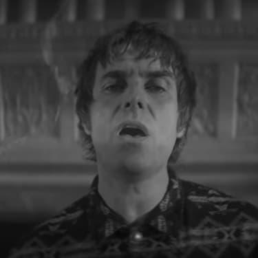 Liam Gallagher au coin du feu dans son nouveau clip