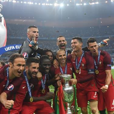 L'équipe du Portugal -avec Lopes et Ronaldo- lors de sa victoire en finale de l'Euro 2016 au Stade de France, à Saint-Denis, le 10 juillet 2016