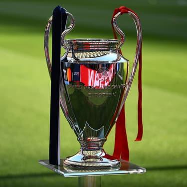 Soulever la coupe de la Ligue des Champions : un rêve pour les footballeurs professionnels.