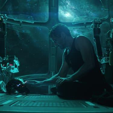 Tony Stark (Robert Downey Jr.) dérive dans l'espace dans la bande annonce d'Avengers : Endgame.