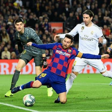 Sergio Ramos et Raphaël Varane face à Lionel Messi lors du Clasico Barcelone - Real Madrid, au Camp Nou, le 18 décembre 2019.