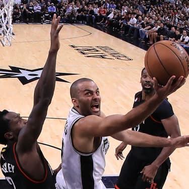 Tony Parker lors d'un match des Spurs contre les Houston Rockets à l'AT&T Center de San Antonio, le 3 mai 2017.