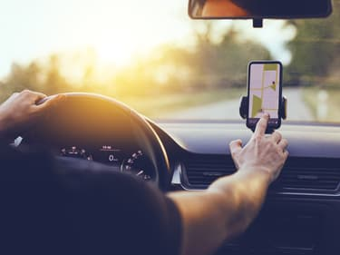 3 accessoires de smartphones pour conduire en toute sécurité