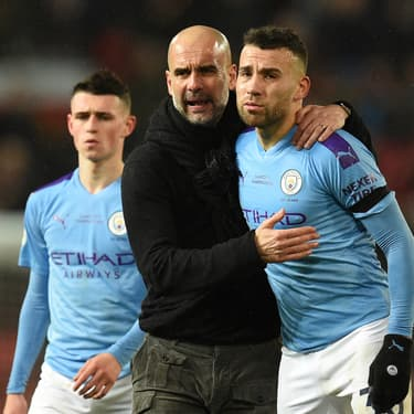 Foden, Guardiola et Ottamendi après la défaite de City dans le derby contre United, le 8 mars 2020 à Manchester