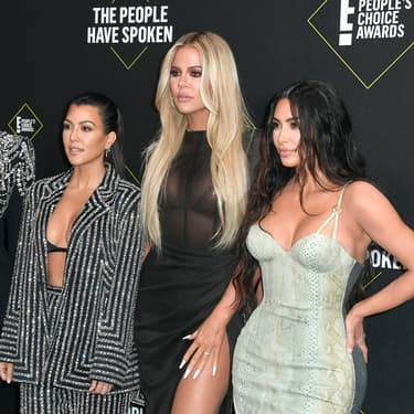 Kris Jenner, Kourtney, Khloé et Kim Kardashian sur le tapis rouge des People's Choice Award 2019.