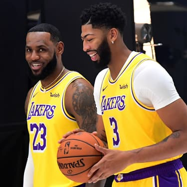 LeBron James et Anthony Davis en promotion pour les Lakers, à Los Angeles, le 27 septembre 2019.
