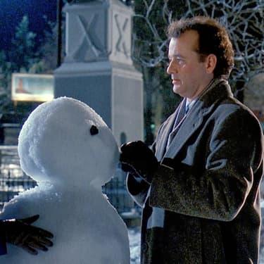 Andie MacDowell, un bonhomme de neige et Bill Murray dans Un jour sans fin.