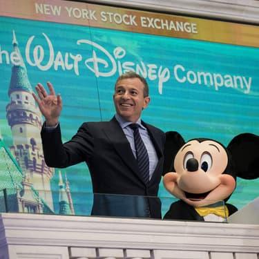 Bob Iger et Mickey Mouse à la bourse de New York, le 27 novembre 2017.