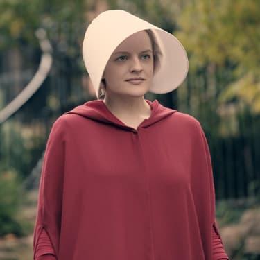 """Elisabeth Moss dans la saison 1 de """"The Handmaid's Tale""""."""