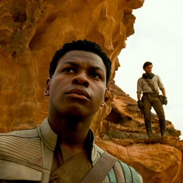 "Finn (John Boyega) et Poe (Oscar Isaac) dans ""Star Wars : L'Ascension de Skywalker""."