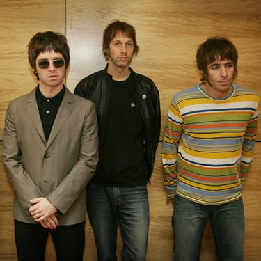 Oasis, à la belle époque : Gem Archer, Noel Gallagher, Andy Bell et Liam Gallagher en photocall à Hong Kong, le 25 février 2006.