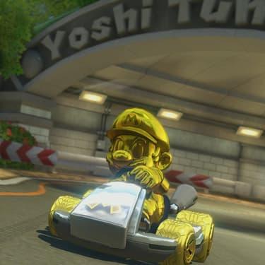 Le personnage Mario doré et son Kart en or tant convoité dans le jeu Mario Kart 8 Deluxe sur Nintendo Switch.
