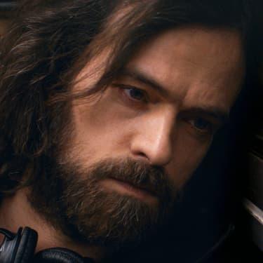 Vernon Subutex, incarné par Romain Duris, personnage principal de la série éponyme diffusée sur Canal+.