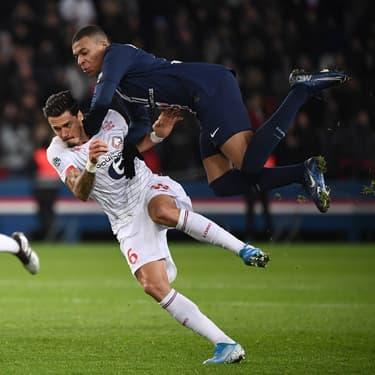 Fonte et Mbappé à la lutte durant le match aller entre Paris et Lille, le 22 novembre 2019 au Parc des Princes