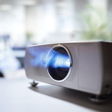Un vidéoprojecteur à moins de 200 euros pour une qualité cinéma jusque dans son salon $1 Oui, c'est possible !