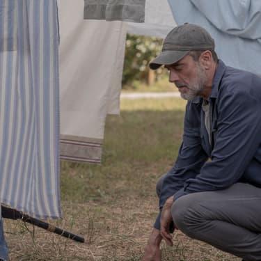 Ancien grand méchant de la série The Walking Dead, Negan est devenu gentil, avant de rejoindre les Chuchoteurs. À moins que...