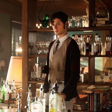 Eliot, l'un des personnages principaux de la série The Magicians.