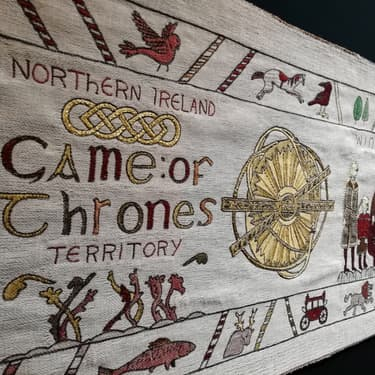 La Tapisserie Game of Thrones du Tourisme Irlandais s'expose à Bayeux.