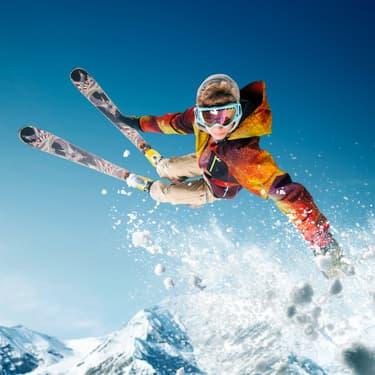 Dérivé du ski alpin, le ski freestyle est un sport extrême impressionnant.