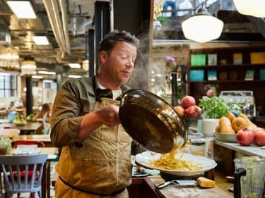 """Cuisinez en 5 ingrédients : le """"challenge"""" de Jamie Oliver pour vous faire gagner du temps !"""