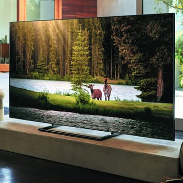 Un téléviseur QLED 4K UHD de la marque Samsung.